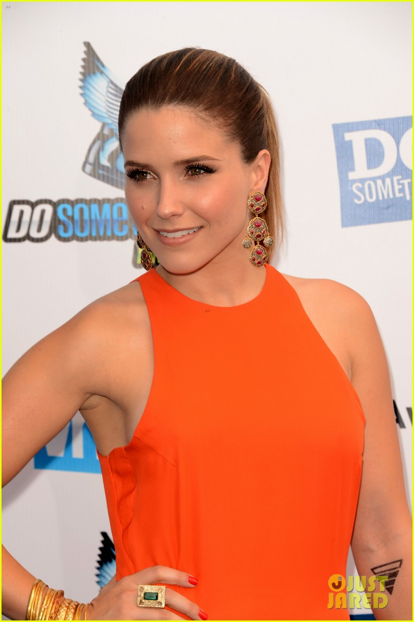 sophia bush olivia munn do something awards 2012 02