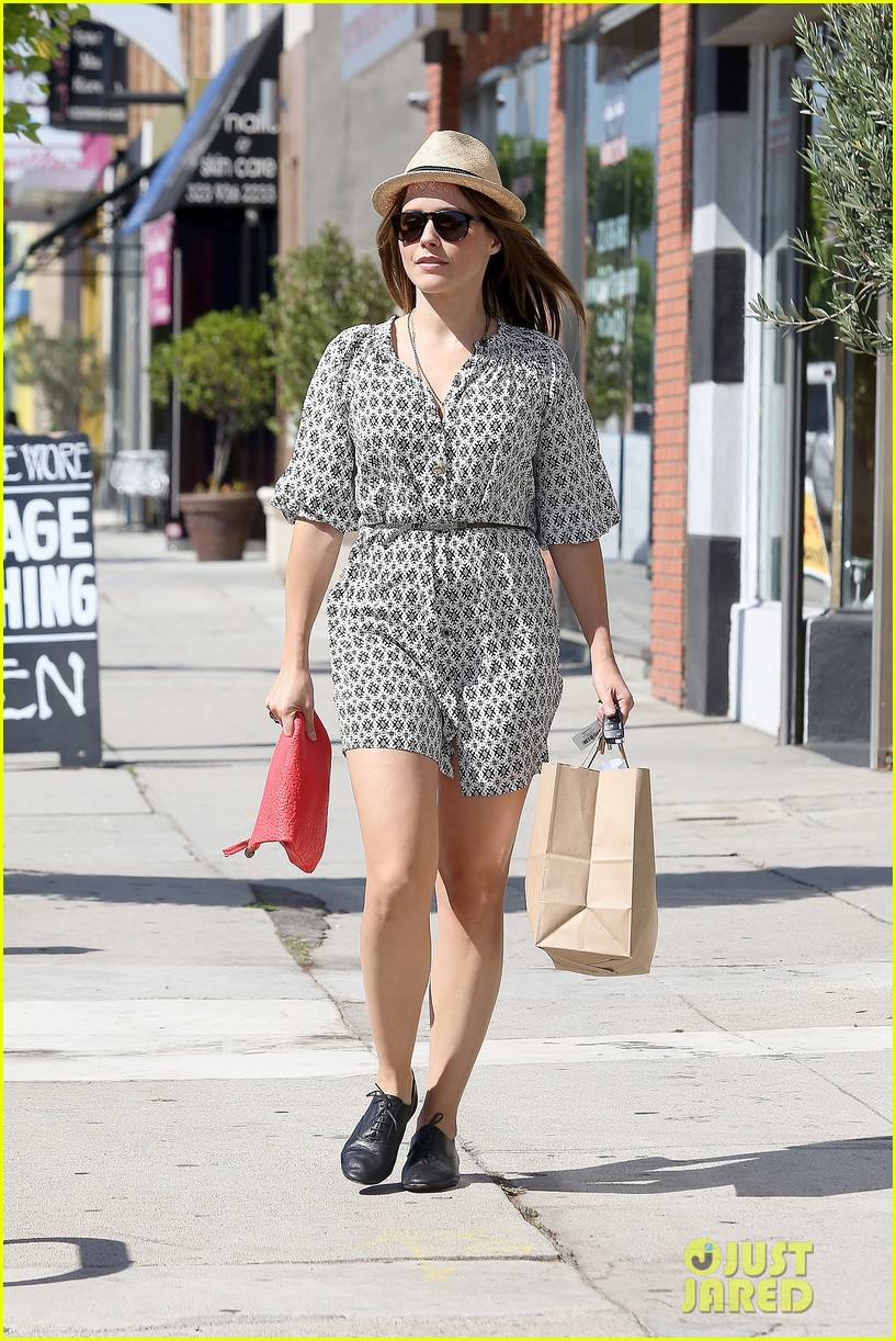 Sophia Bush goes vintage shopping, in Beverly Hills, CA. - 25.8. Sophia-bush-remembering-the-way-we-wore-09