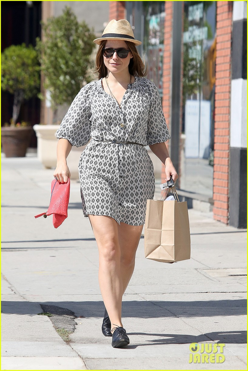 Sophia Bush goes vintage shopping, in Beverly Hills, CA. - 25.8. Sophia-bush-remembering-the-way-we-wore-20