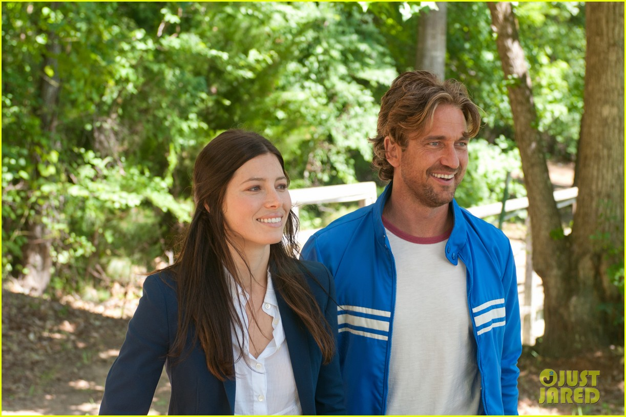 gerard butler playing for keeps trailer poster stills 032700528