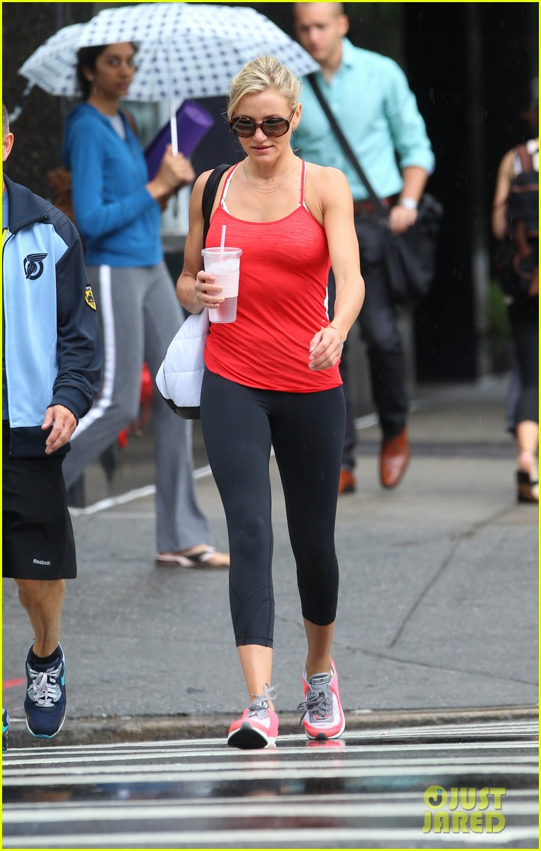 cameron diaz red apple workout 06