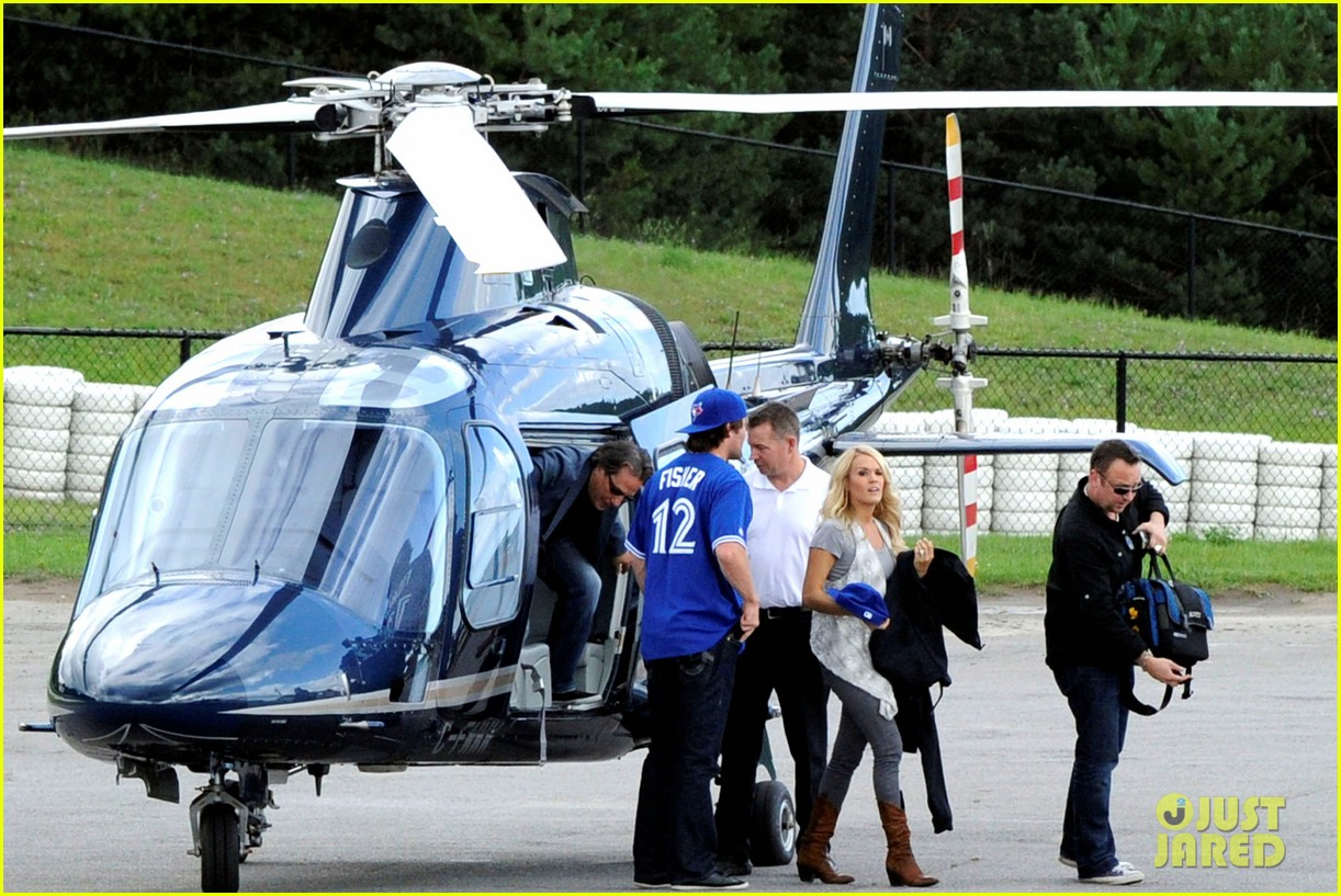 carrie underwood helicopter 01