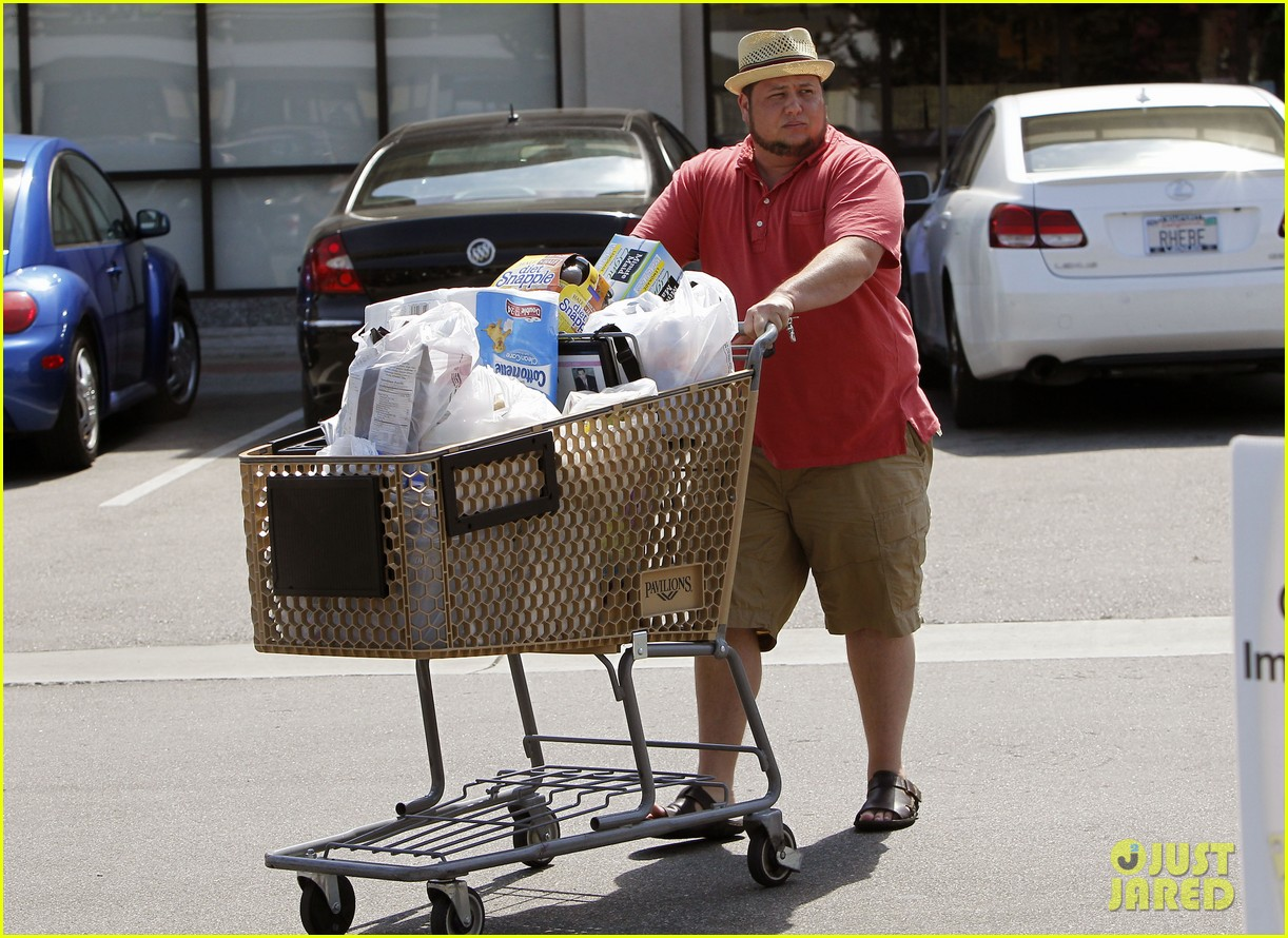 chaz bono grocery shopping 04