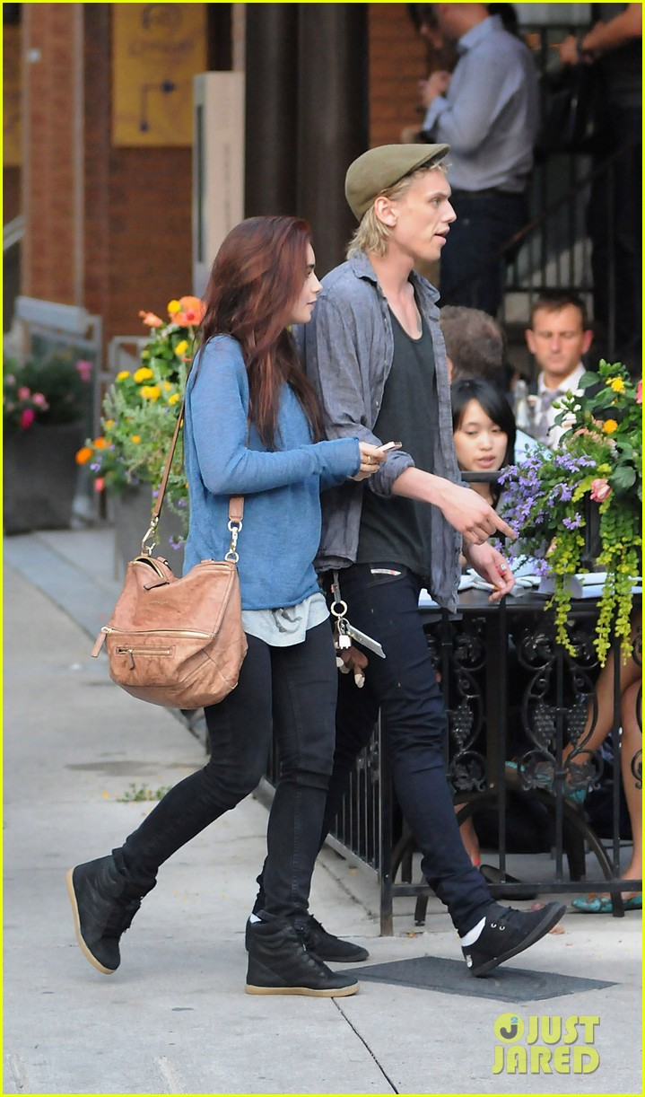lily collins jamie campbell bower yoco froyo lovers 04
