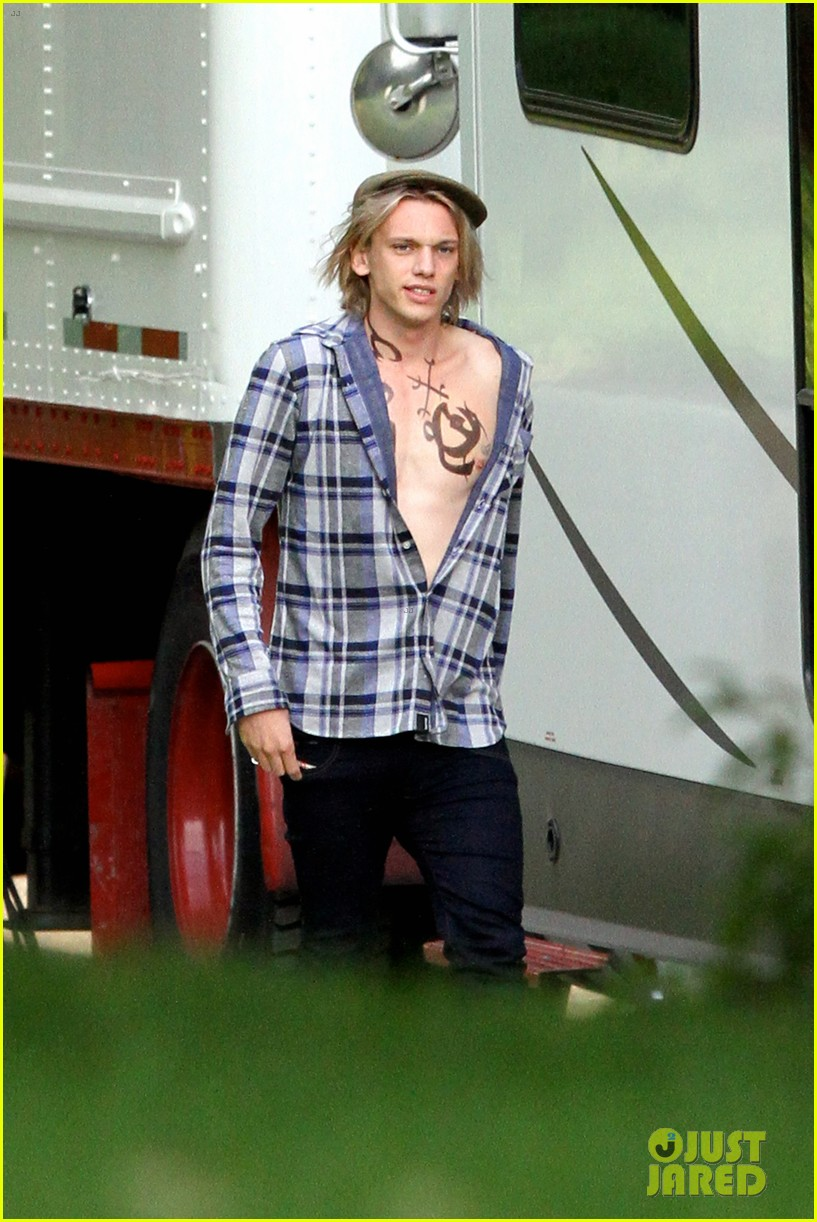 lily collins jamie campbell bower mortal instruments set 02