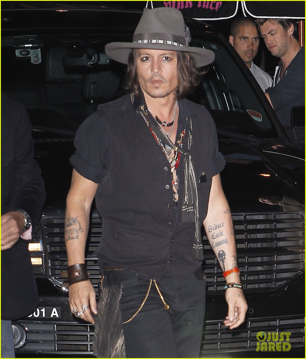 johnny depp pink taco for steven tyler 03