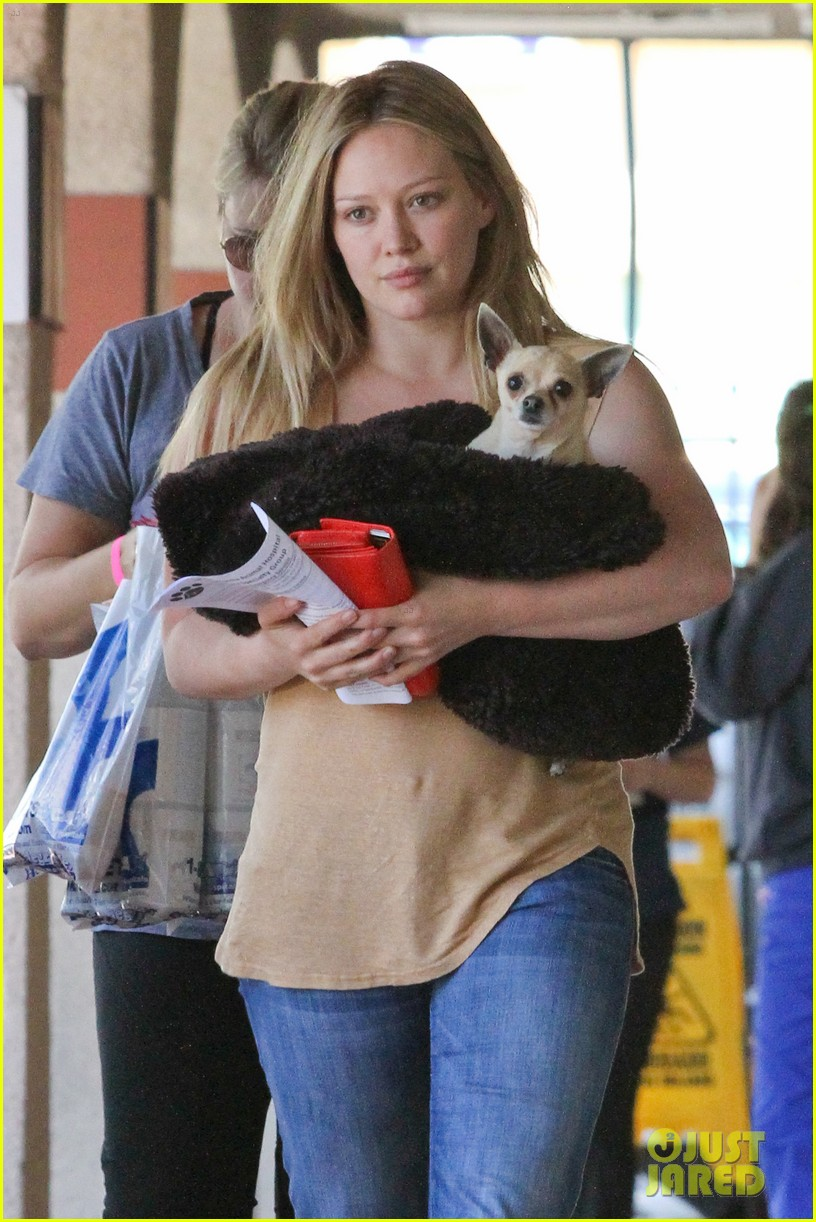 hilary duff picking up lola 09