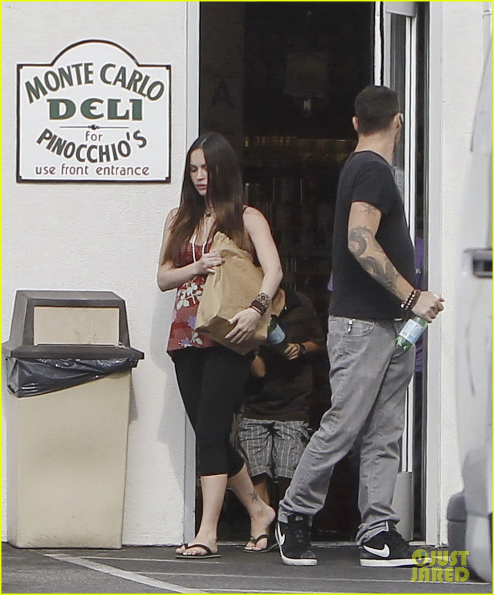 megan fox covers growing baby bump 08