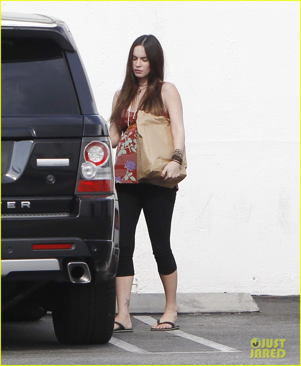 megan fox covers growing baby bump 15
