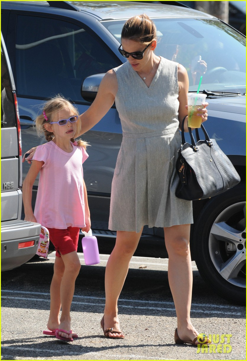 jennifer garner ice cream with samuel seraphina 13
