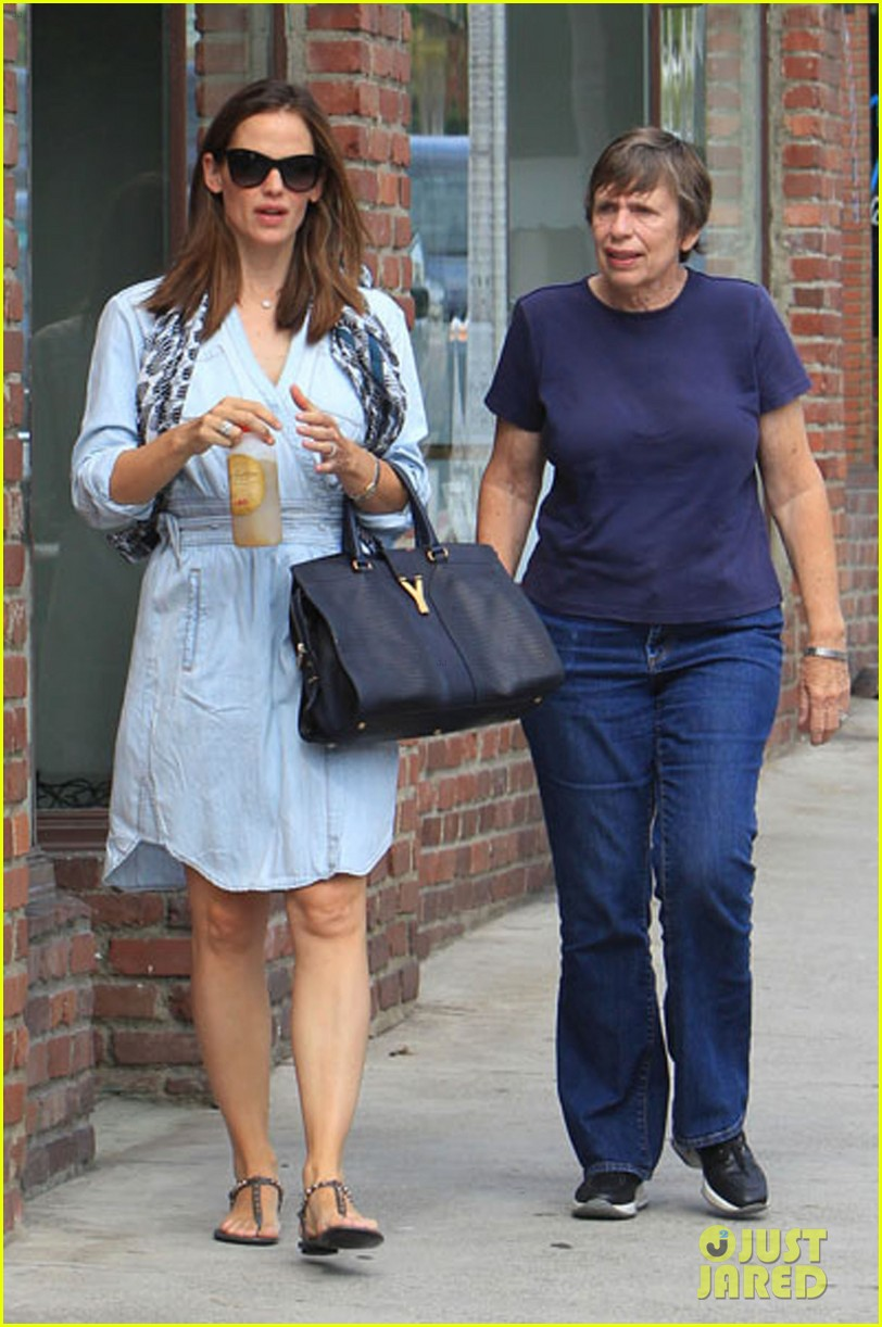 jennifer garner shopping with violet 03