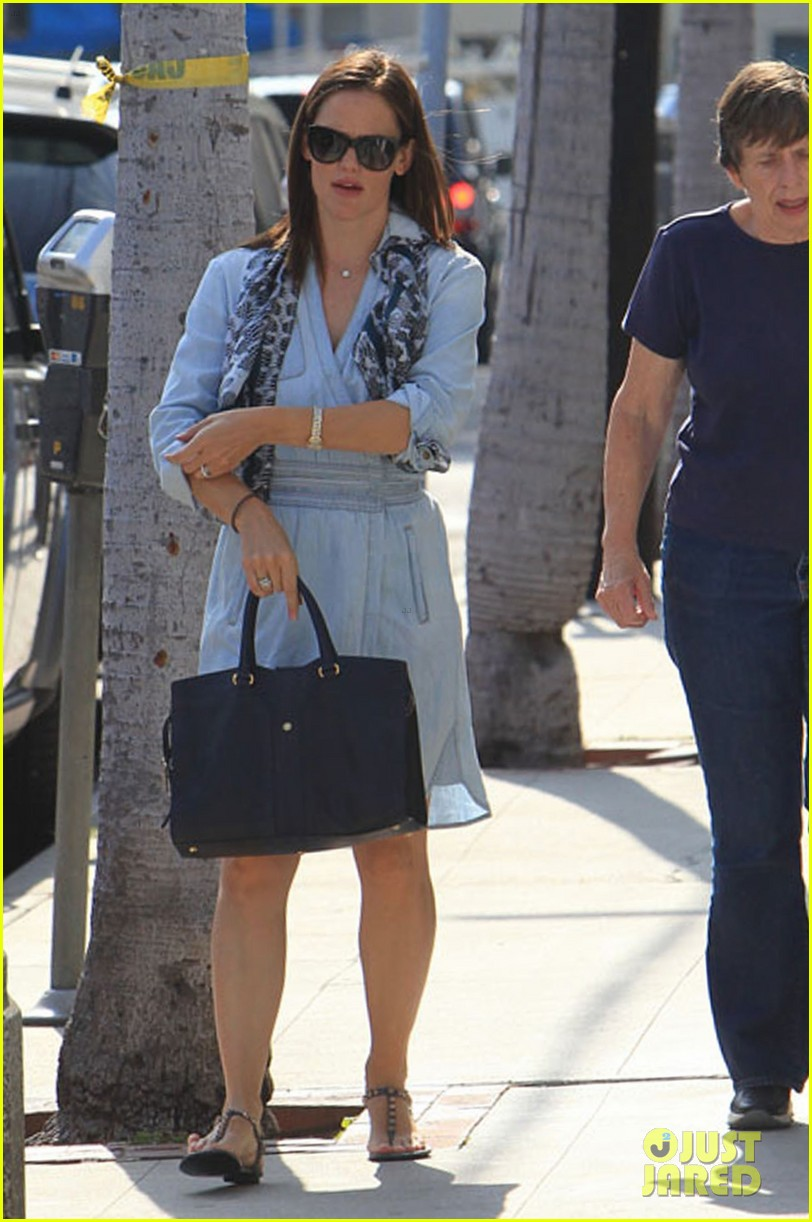 jennifer garner shopping with violet 04