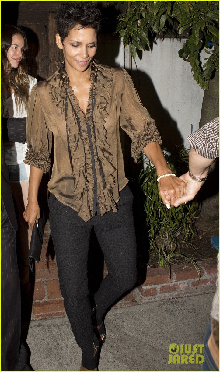 halle berry birthday dinner 212703140