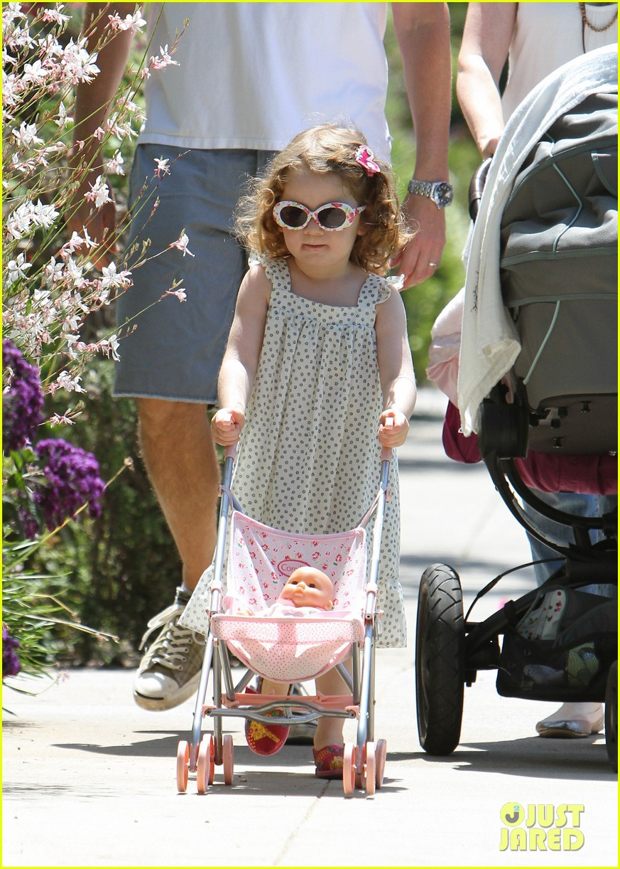 alyson hannigan brentwood family lunch 06