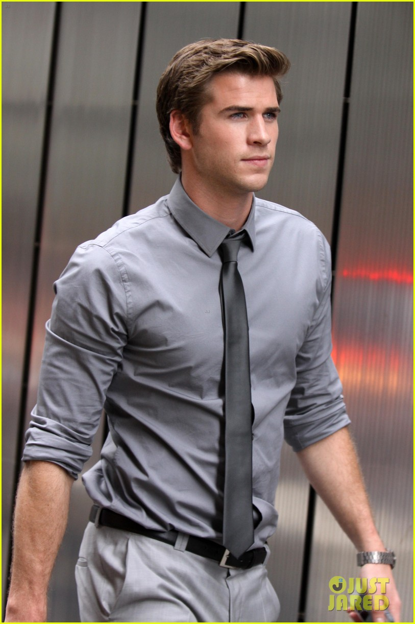 liam hemsworth paranoia harrison ford 05