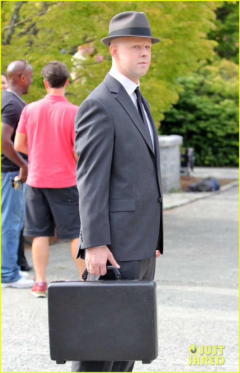 joshua jackson fringe set with georgina haig 26