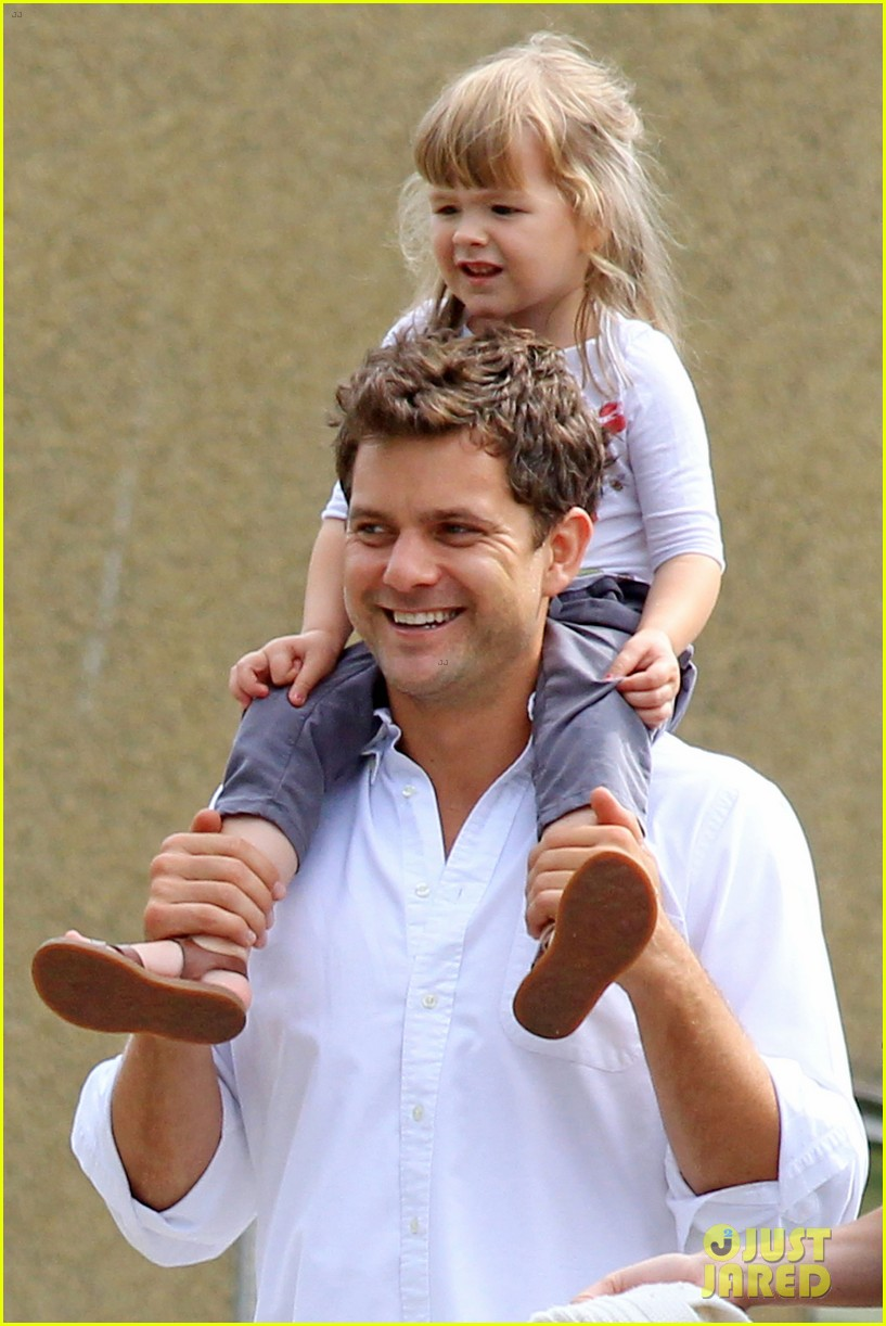 diane kruger joshua jackson sunday brunch with niece 04