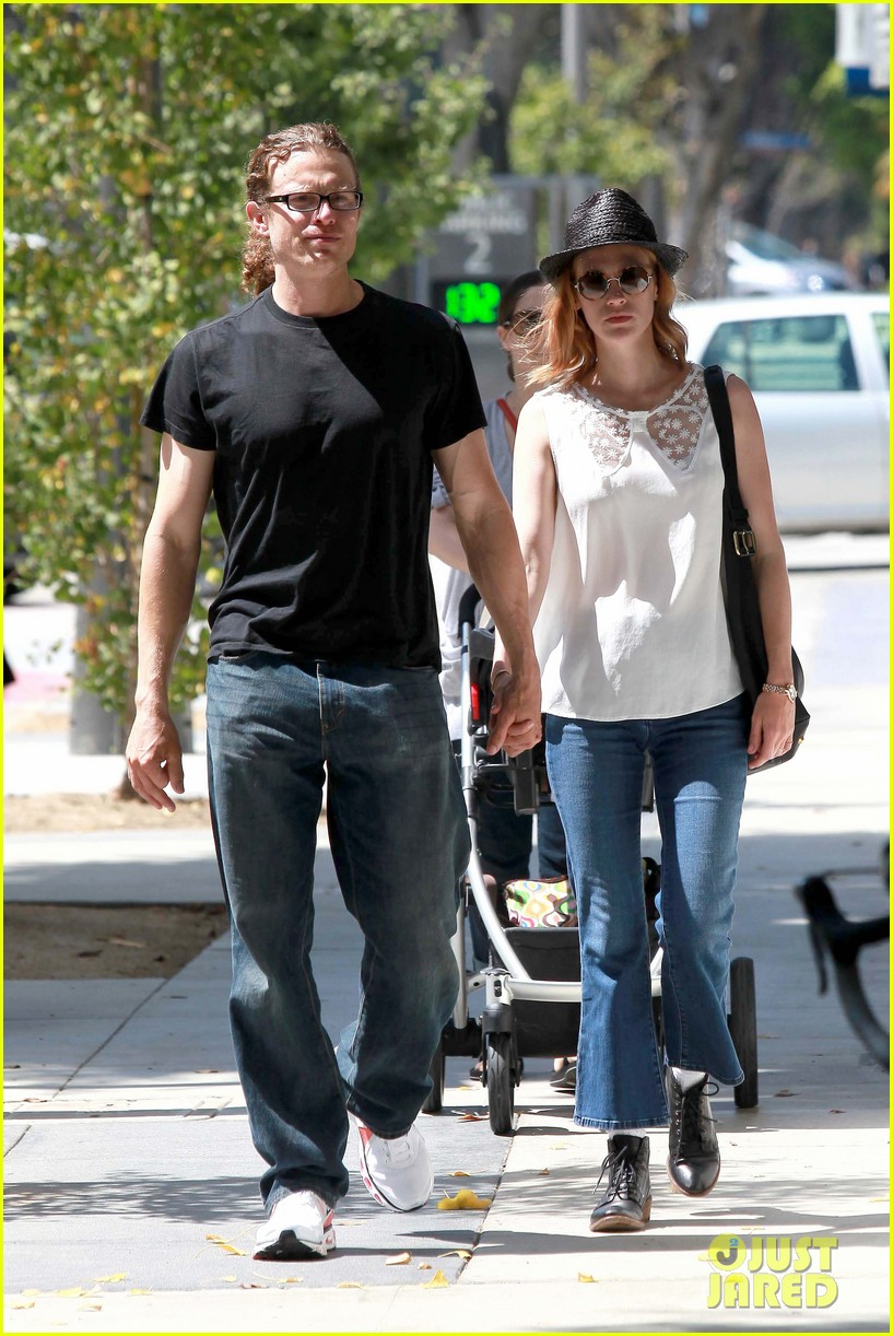 january jones holding hands mystery man 072705629