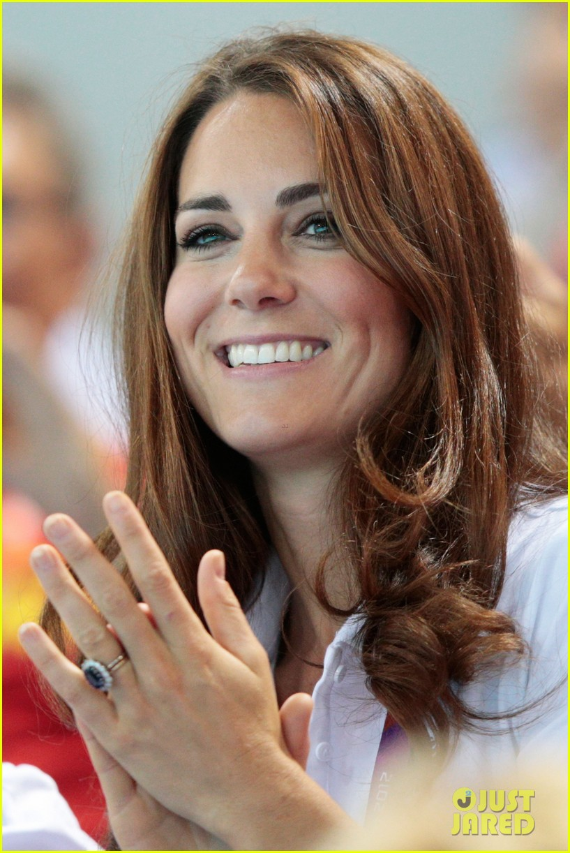 duchess kate cheers on synchronized swimming 07