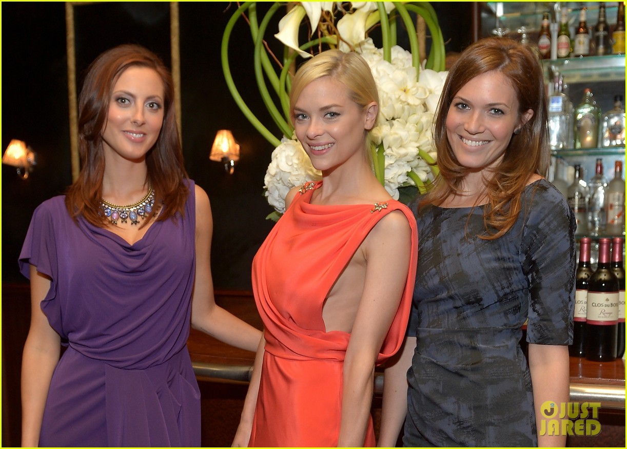 jaime king mandy moore clos du bois rouge launch 022707262