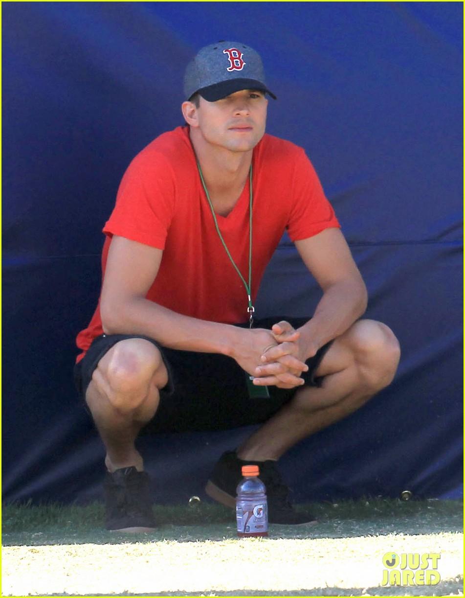 full sized photo of ashton kutcher cowboys training camp 05 photo