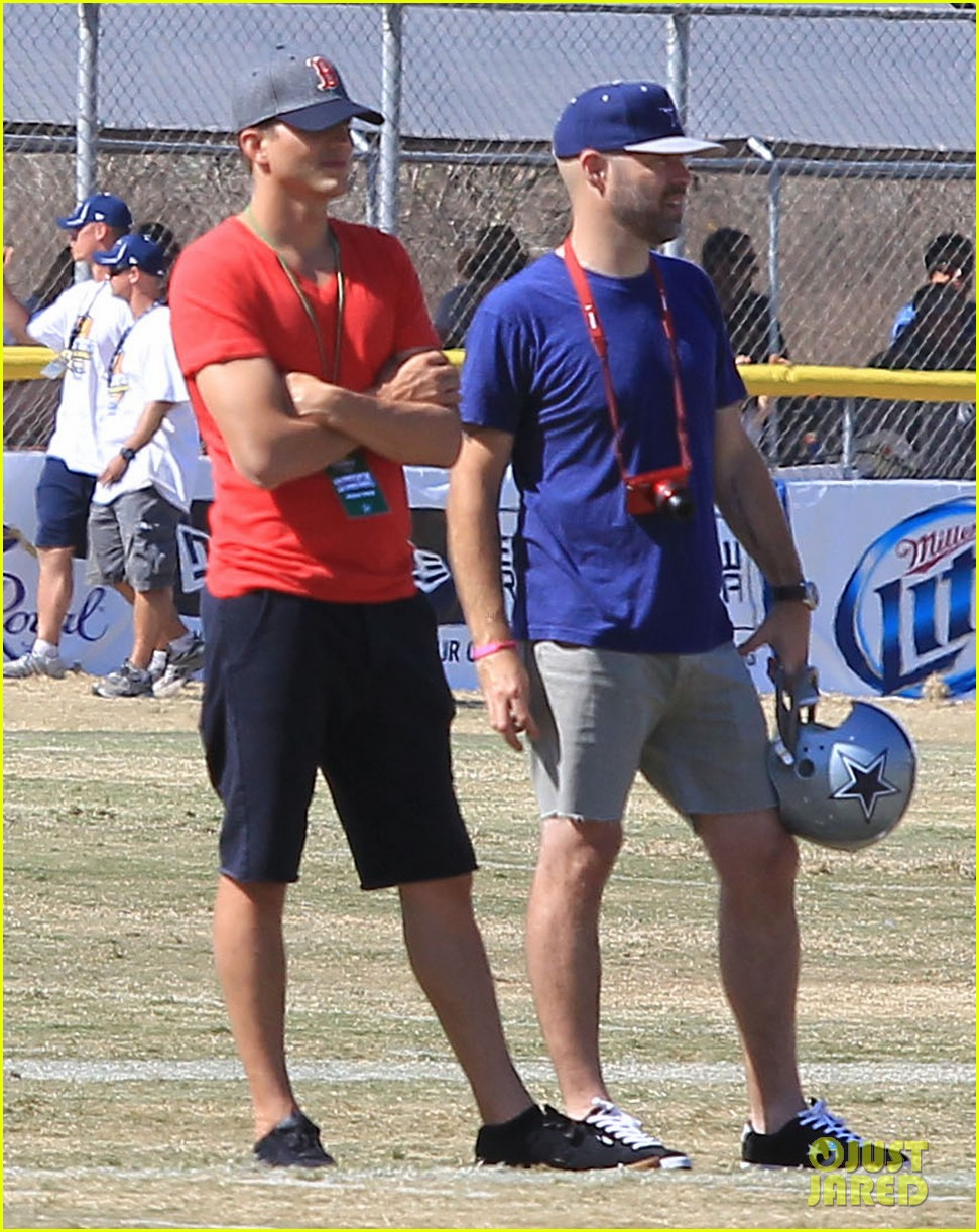 ashton kutcher cowboys training camp 06
