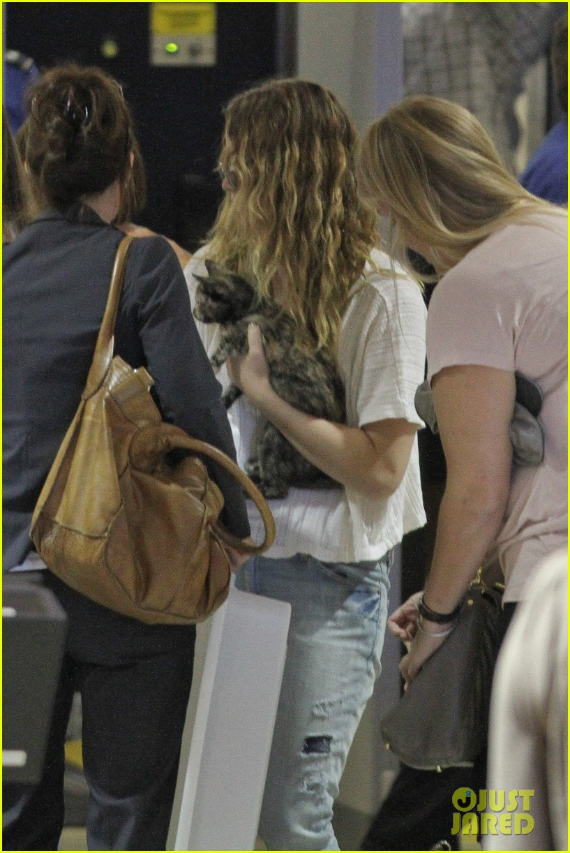 jennifer lawrence flies to atlanta for catching fire prep 04