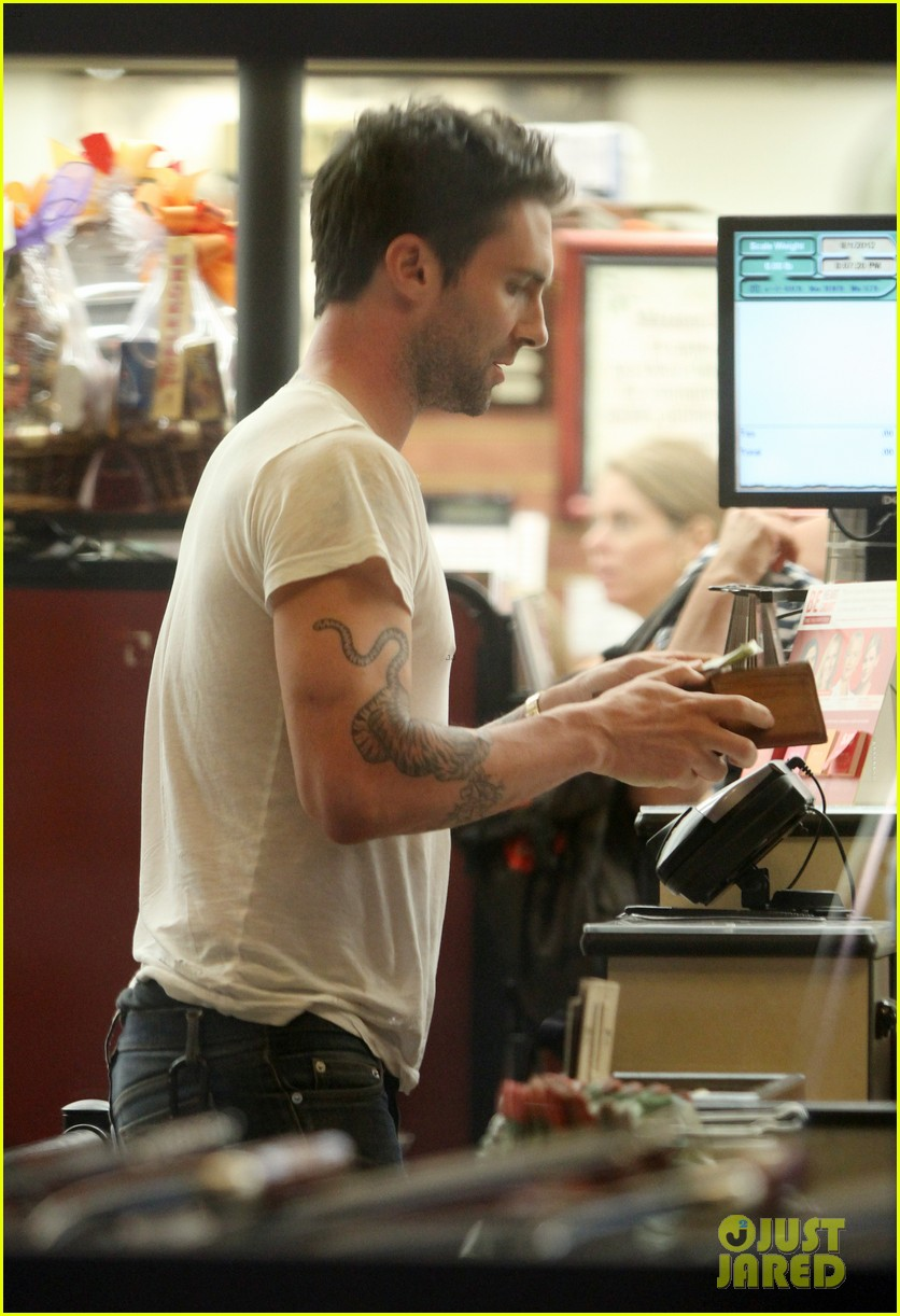 adam levine american horror story set with jenna dewan 01