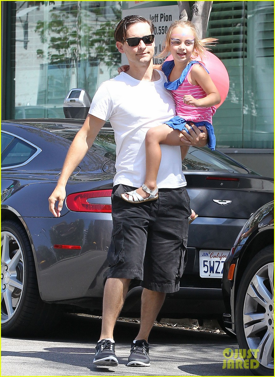 tobey maguire nicole richie birthday 032705061