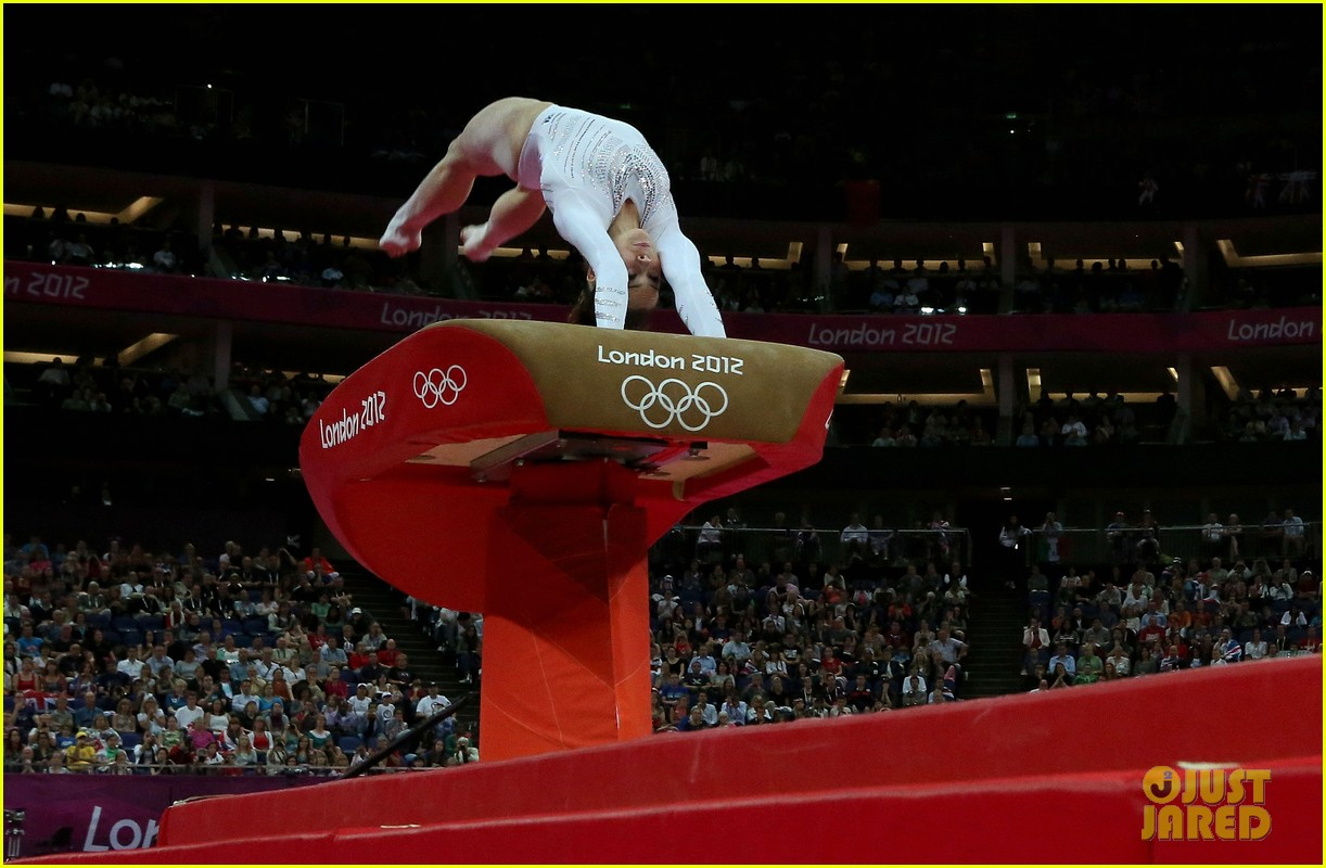 mckayla maroney falls during vault finals wins silver medal 102697519