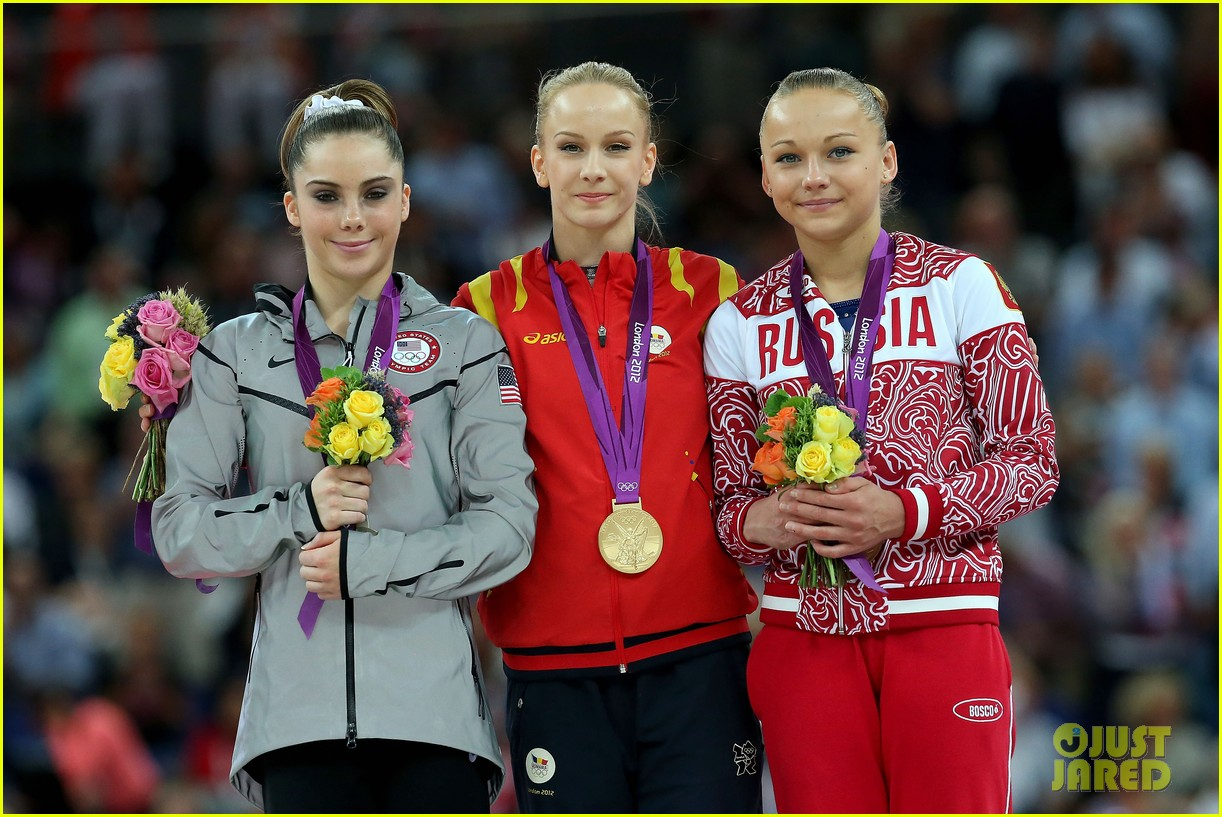 mckayla maroney falls during vault finals wins silver medal 122697521