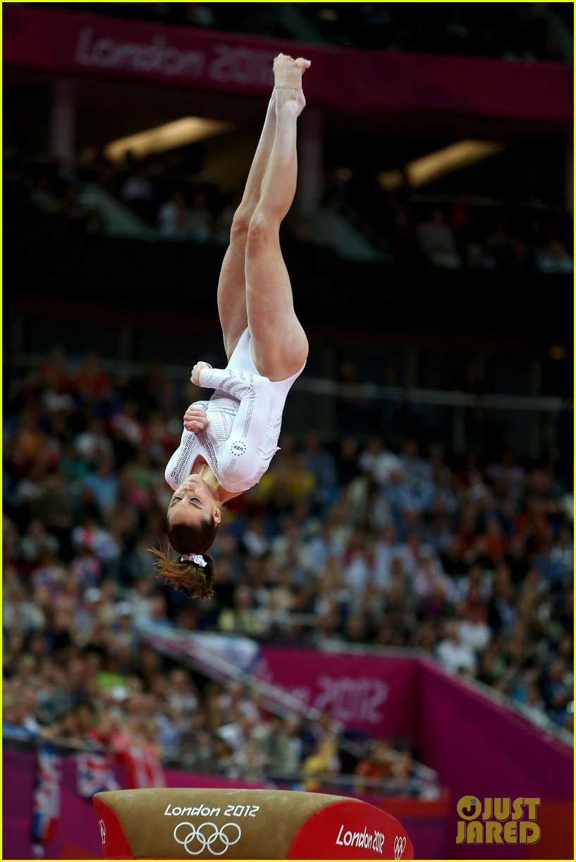 mckayla maroney falls during vault finals wins silver medal 16