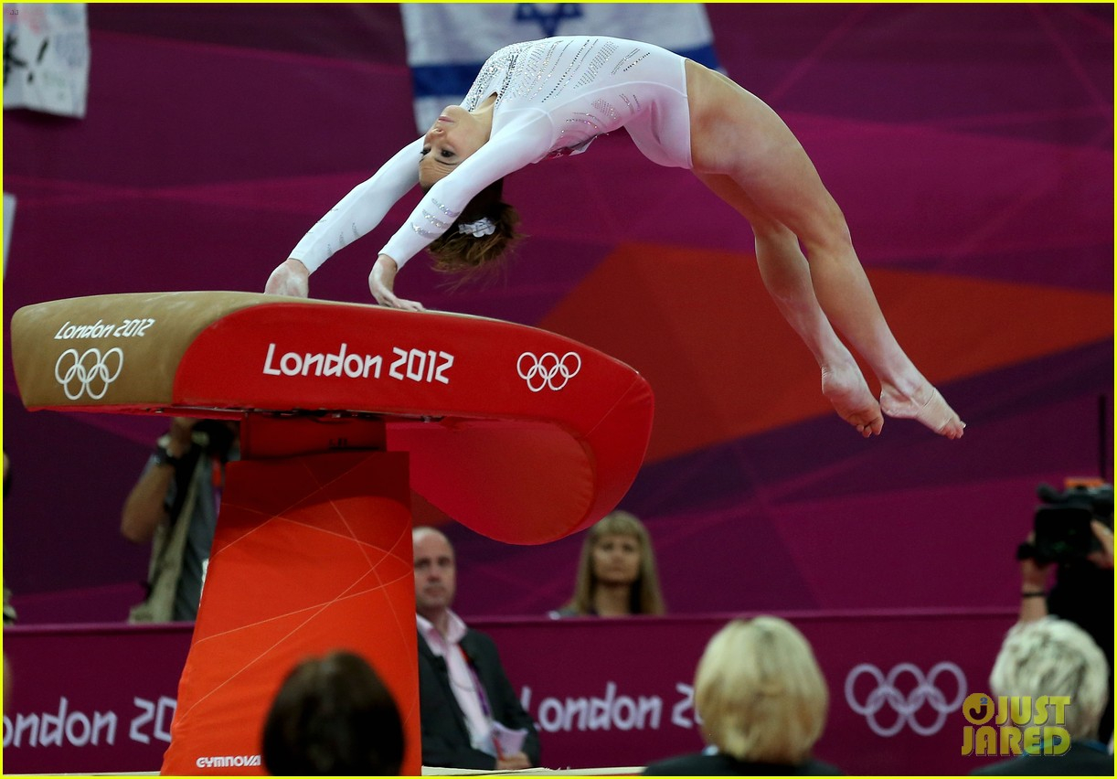 mckayla maroney falls during vault finals wins silver medal 17