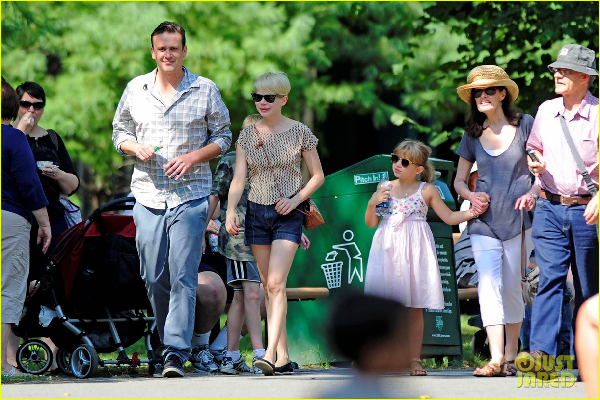 michelle williams bronx zoo jason segel matilda ledger 03