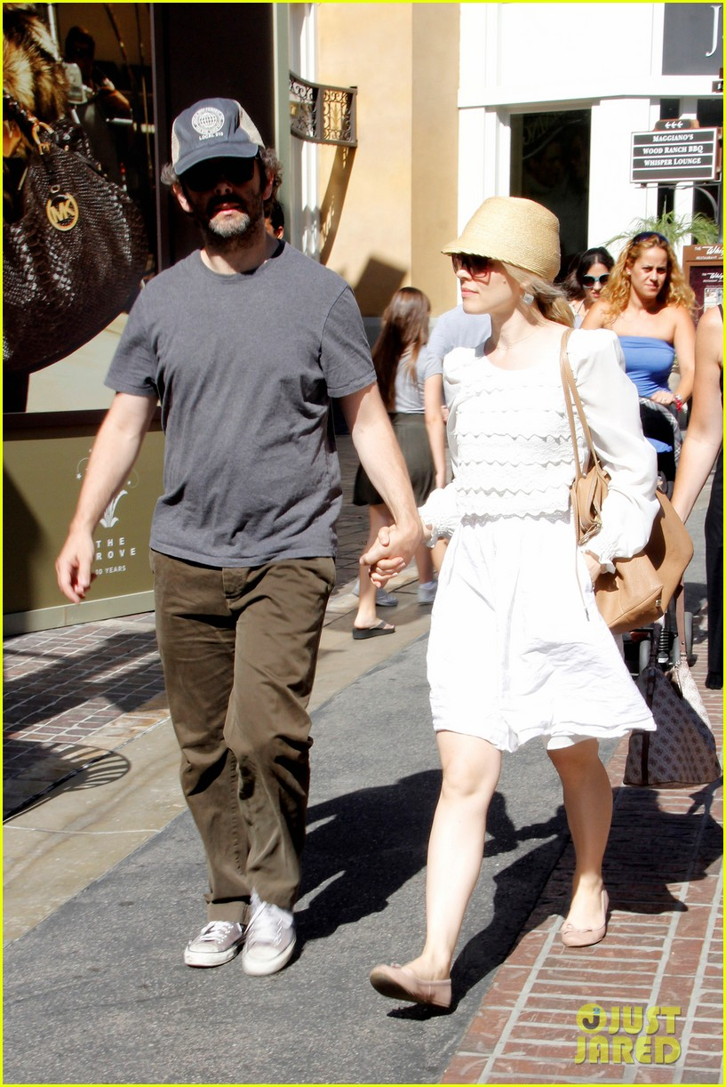 rachel mcadams michael sheen hold hands at the grove 05
