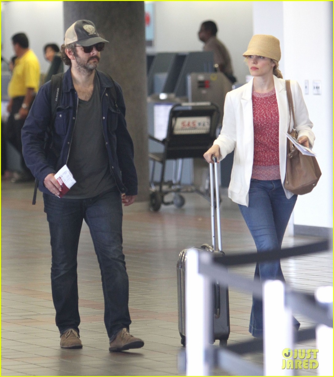 rachel mcadams michael sheen lax airport 08