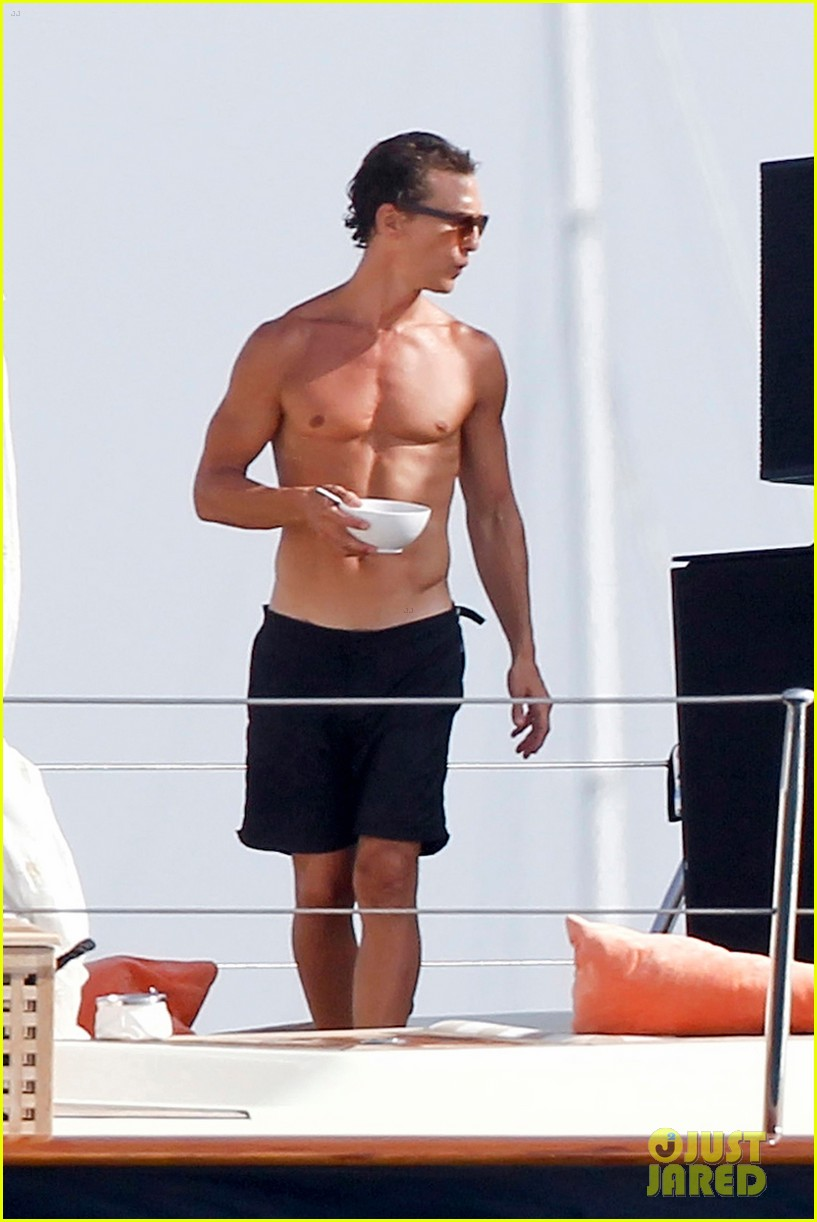 matthew mcconaughey camila alves ibiza vacation 02