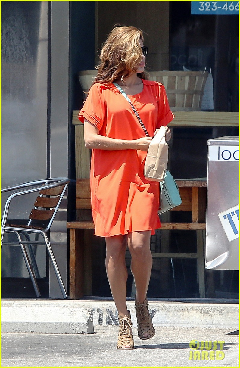 eva mendes beverly hills dog walker 03