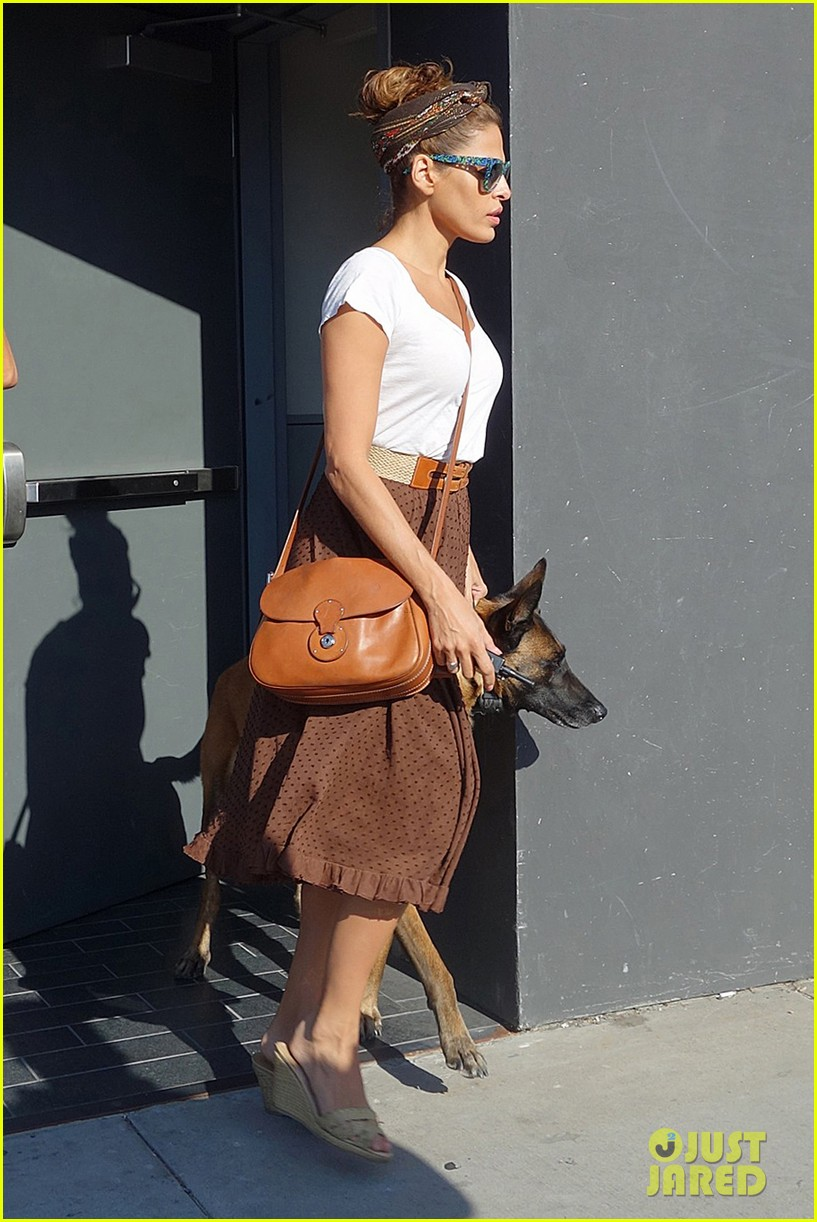 eva mendes errands with hugo 01