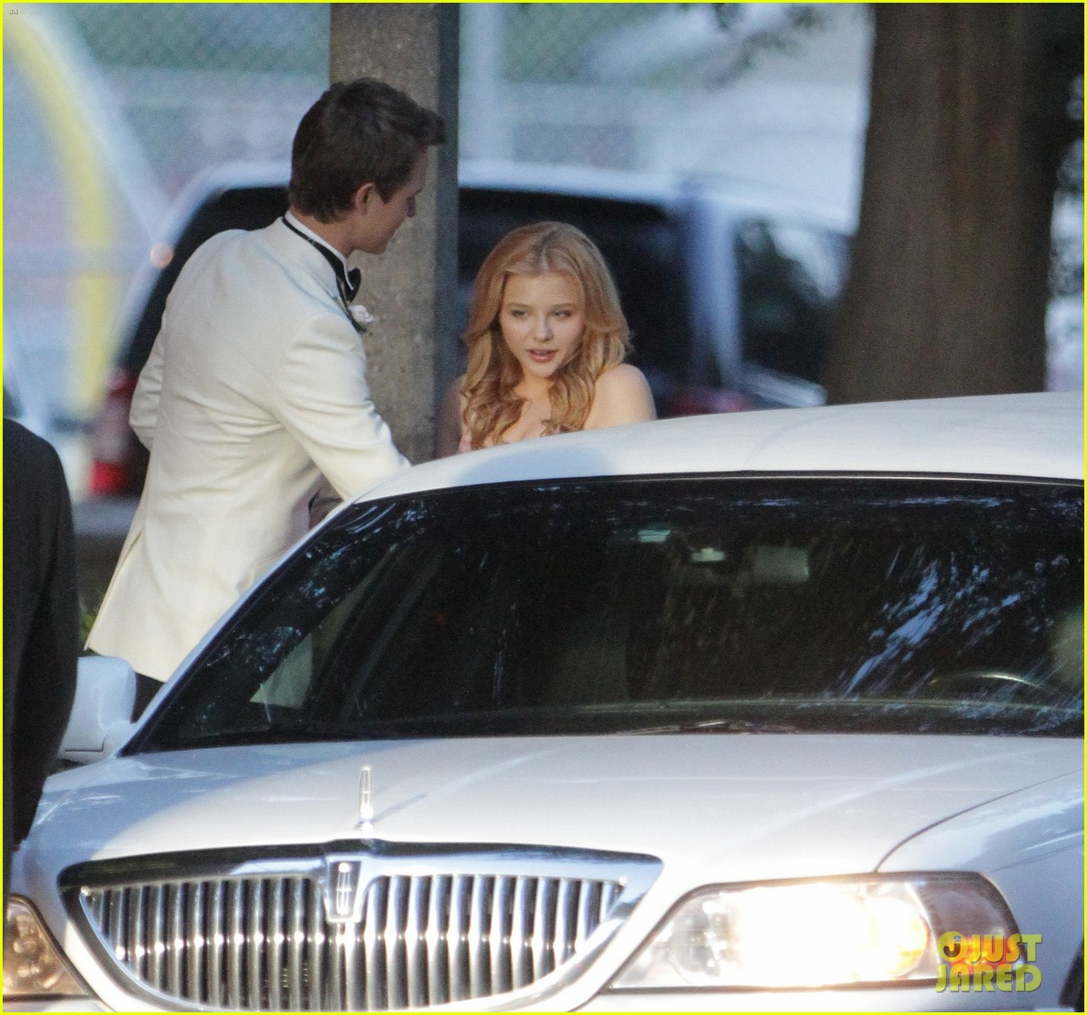 chloe moretz blood soaked on carrie set 28