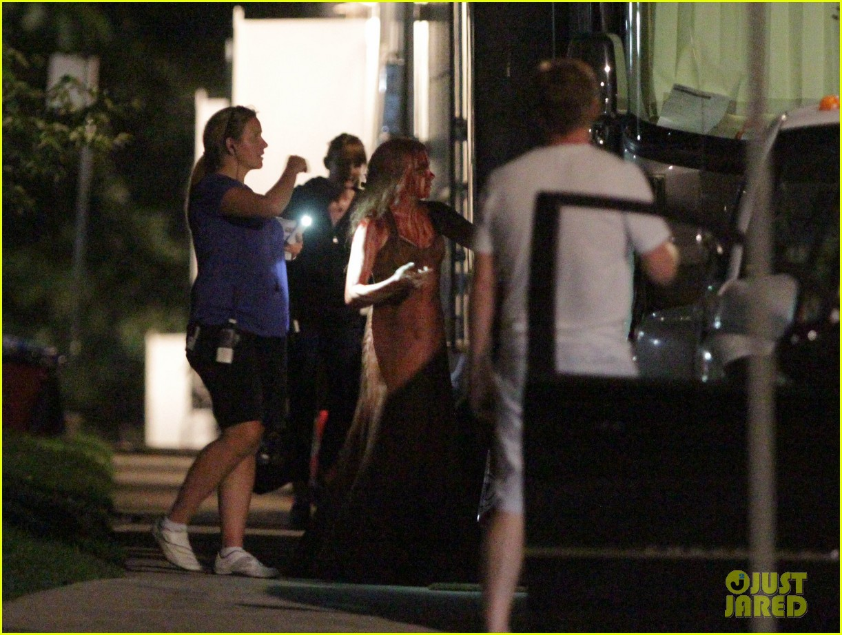 chloe moretz blood soaked on carrie set 34