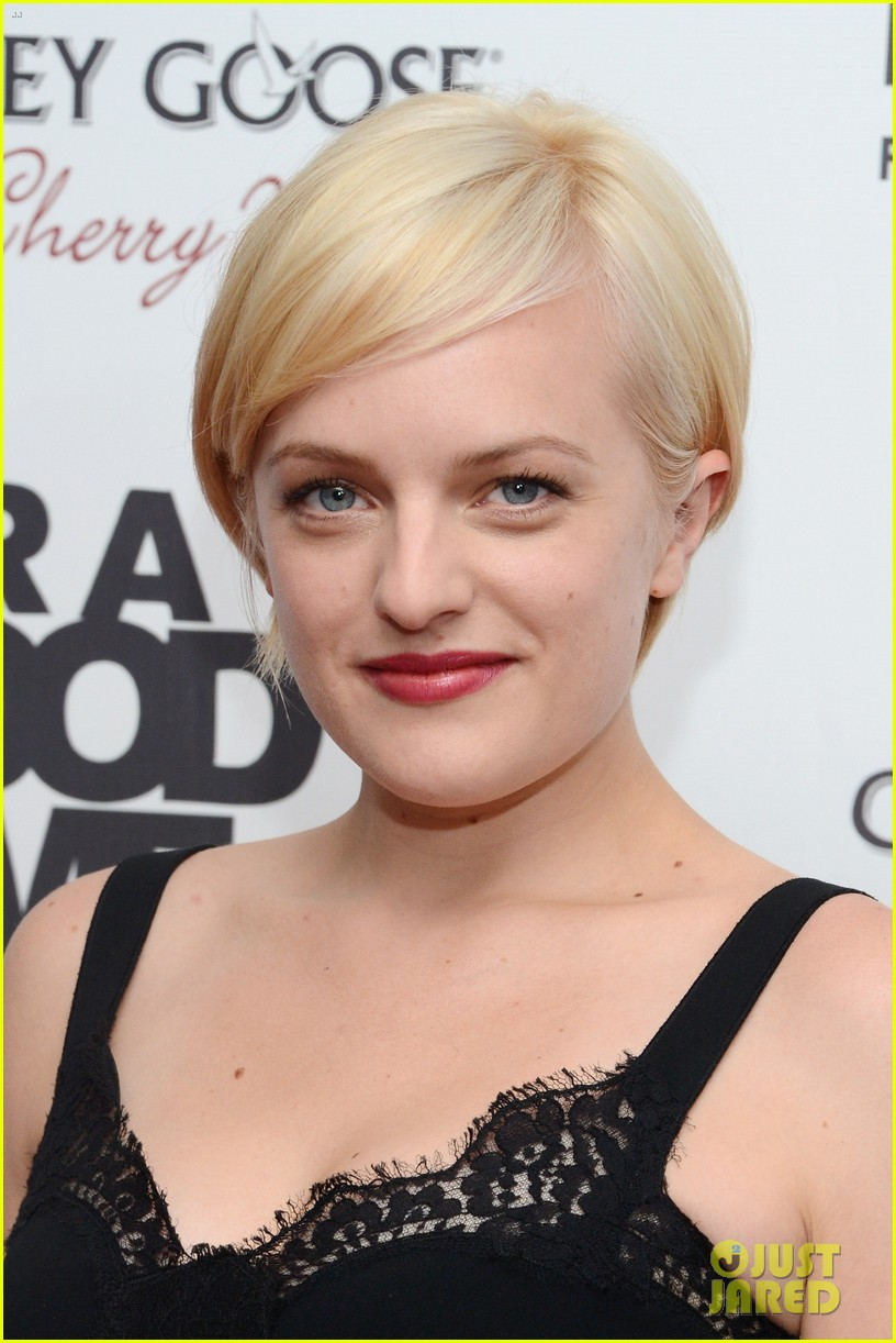 elisabeth moss debuts short blonde hair 02