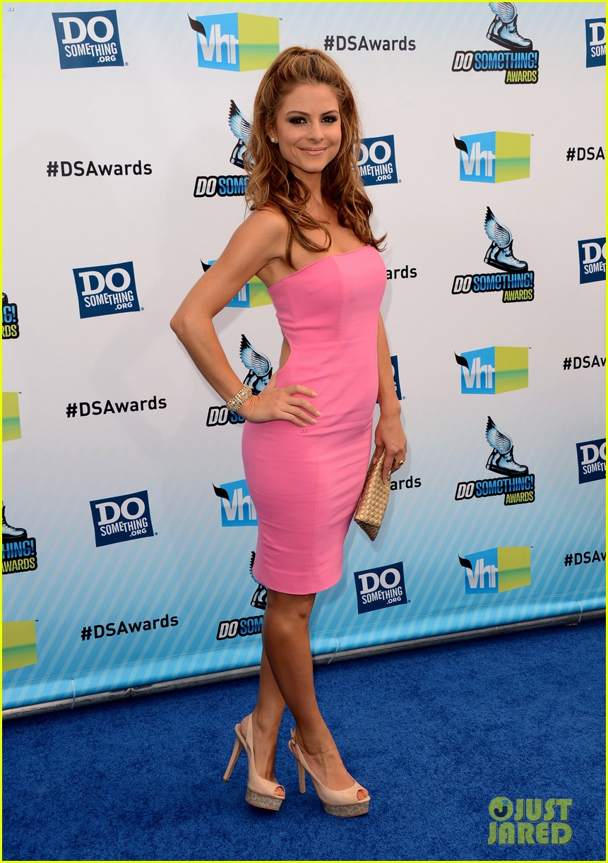 kelly osbourne maria menounos do something awards 2012 blue carpet 05
