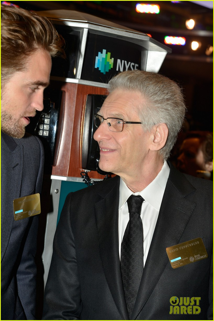 robert pattinson rings bell at new york stock exchange 08