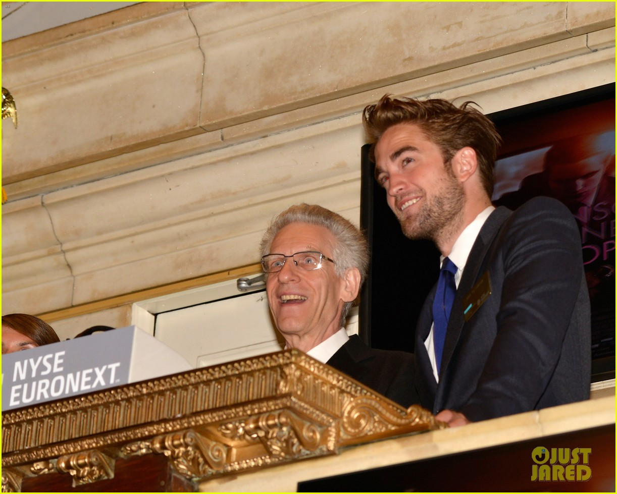 robert pattinson rings bell at new york stock exchange 16