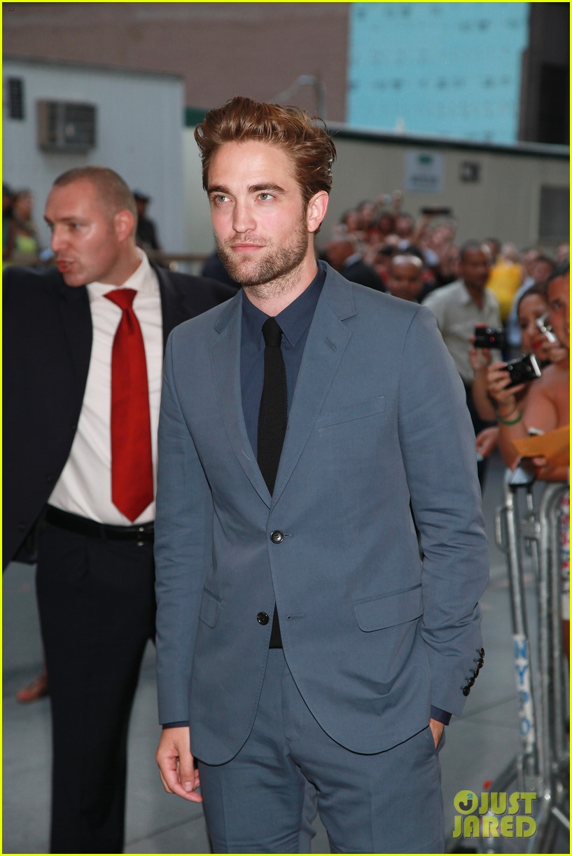 robert pattinson cosmopolis premiere first pics 032701713
