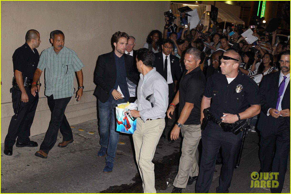robert pattinson jimmy kimmel live appearance 10