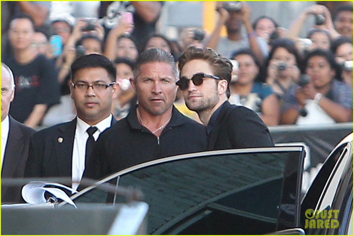 robert pattinson jimmy kimmel live appearance 362707151