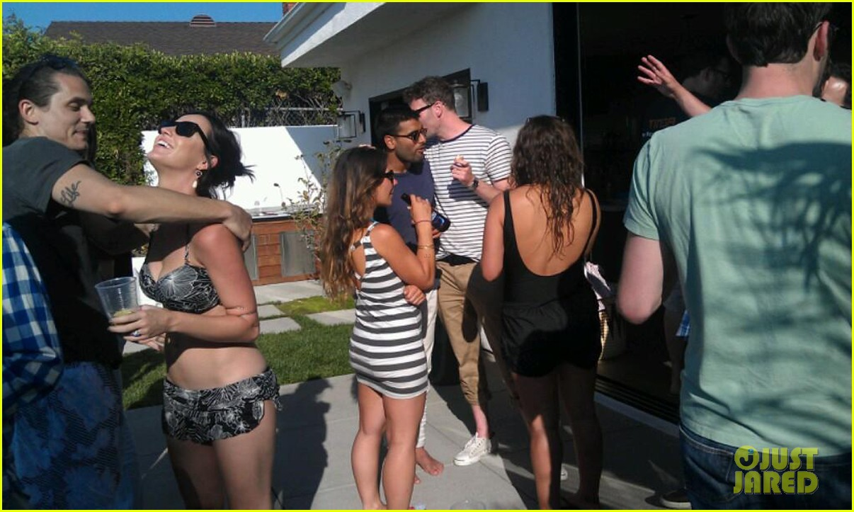 katy perry john mayer pool party embrace 012703833