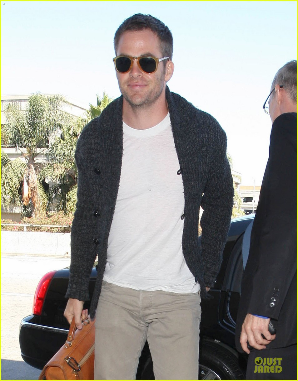 chris pine jack ryan christmas release 022710208